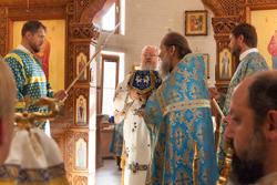 Благочинный Михайловского округа принял молитвенное участие в архиерейском богослужении в Свято-Троицком храме г. Мариуполя
